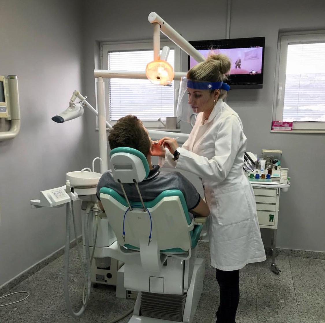 Pasta za izbeljivanje zuba dm